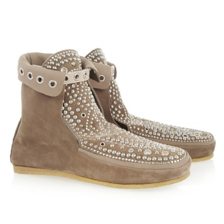 Les mocassins Morley Isabel Marant si tu as 750e, mais tu trouves facilement des fakes.