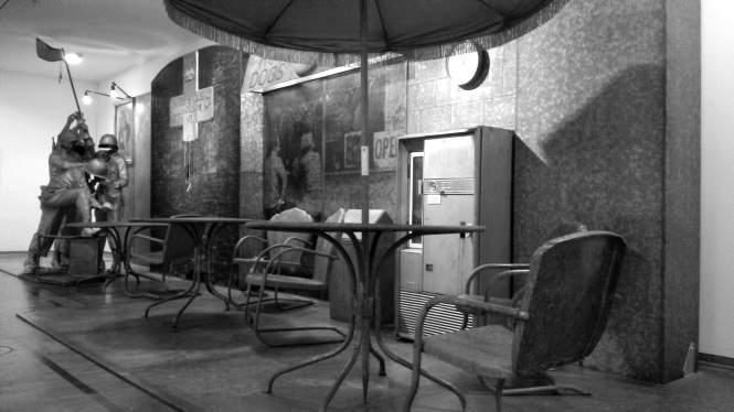 Edward Kienholz The Portable War Memorial, 1968