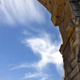 Pont du Gard et une licorne-nuage
